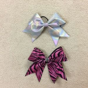 bundle of two cheer bows